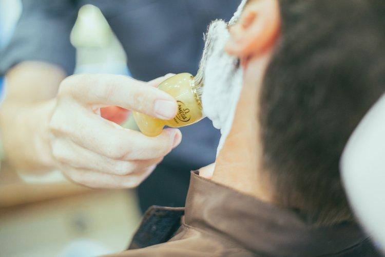Aplicación de espuma de afeitar